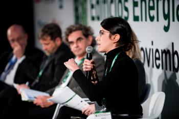 Elena-Vilches-Enmedio-Studio-Mesa-Redonda-1-5-Congreso-Edificios-Energia-Casi-Nula-2018