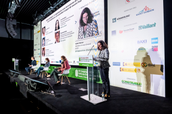 120-10-Mesa-Redonda-Moderadora-Isabel-Alonso-7-Congreso-Edificios-Energia-Casi-Nula-2020