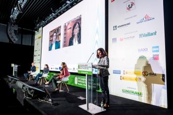 120-11-Mesa-Redonda-Moderadora-Isabel-Alonso-7-Congreso-Edificios-Energia-Casi-Nula-2020