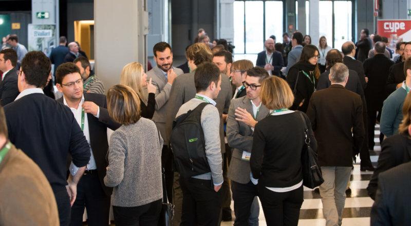 Networking en pausa café del IV Congreso Edificios Energía Casi Nula, diciembre 2017