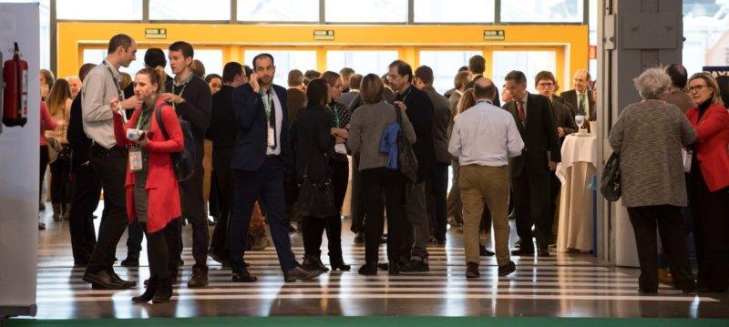 Networking en pausa comida del IV Congreso Edificios Energía Casi Nula, diciembre 2017